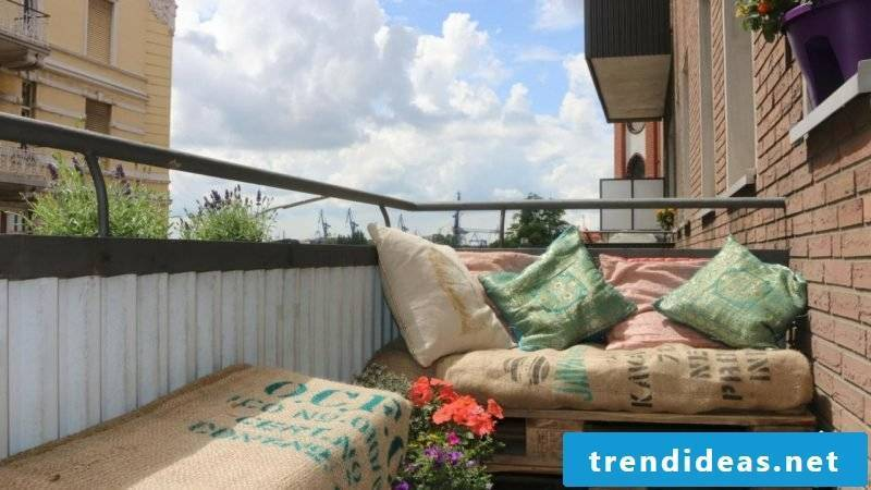 Balcony furniture made of europallets - What do I do if I have no garden?