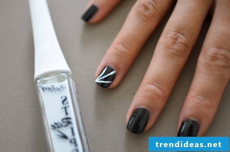 Gel nails motifs for Halloween: Instructions Step 2