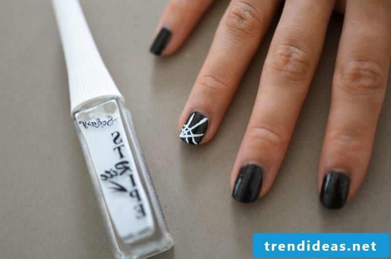 Gel nails motifs for Halloween: Instructions Step 3