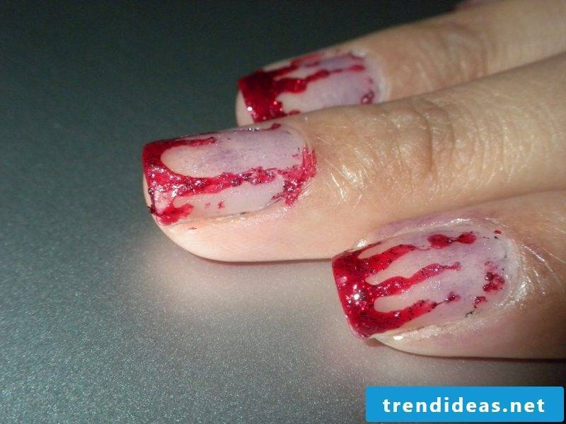 Gel nails motifs for Halloween: Create blood effect with red glitter