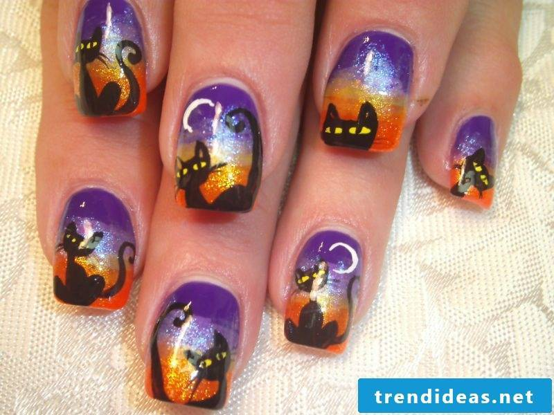 Gel nails motifs for Halloween: cats are typical