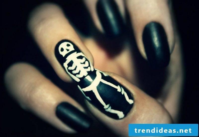 Gel nails motifs for Halloween: interesting idea for skeleton