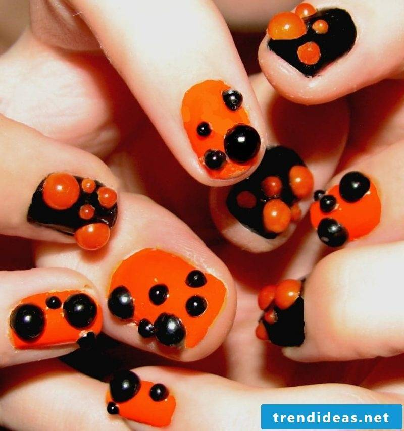 Gel nails motives that are perfect for Halloween