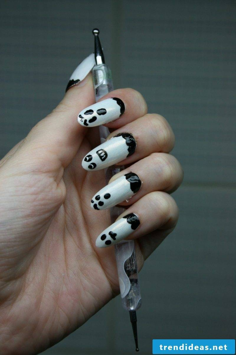 Scary gel nails motives with ghosts for Halloween