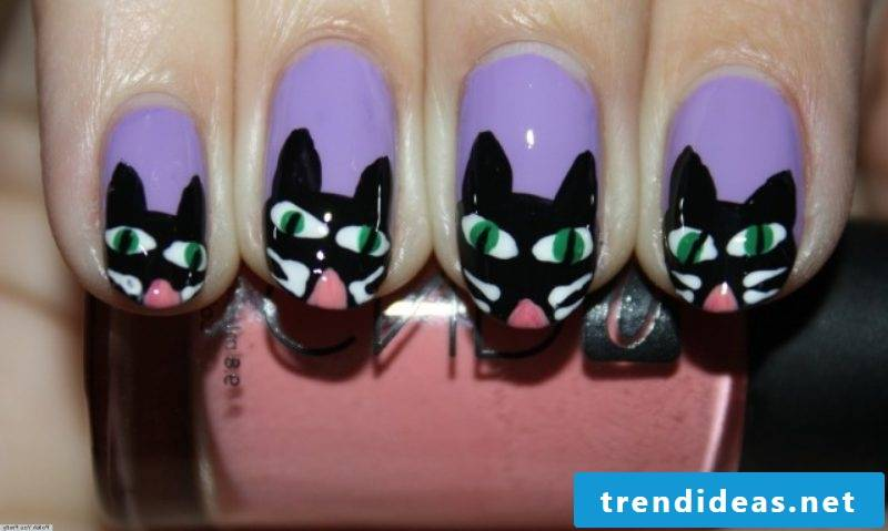 Creepy gel nails motifs with cats
