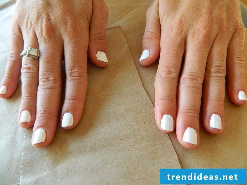 Gel nails motifs for Halloween: Instructions Step 1
