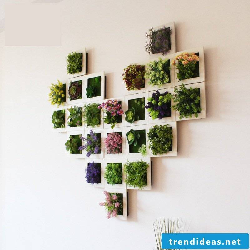 Unforgettable flowerpot made of picture frames