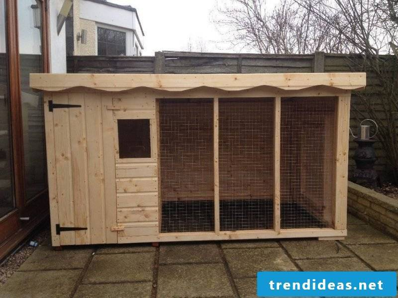 Build dog kennels yourself: hard work!