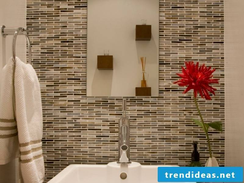 Glass mosaic mosaic stones in the bathroom