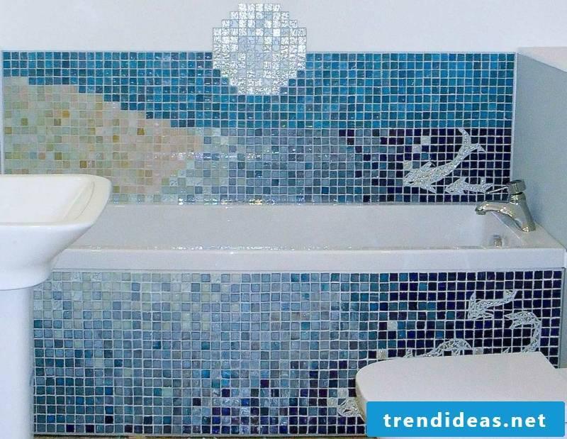 Glass mosaic mosaic tiles in the bathroom