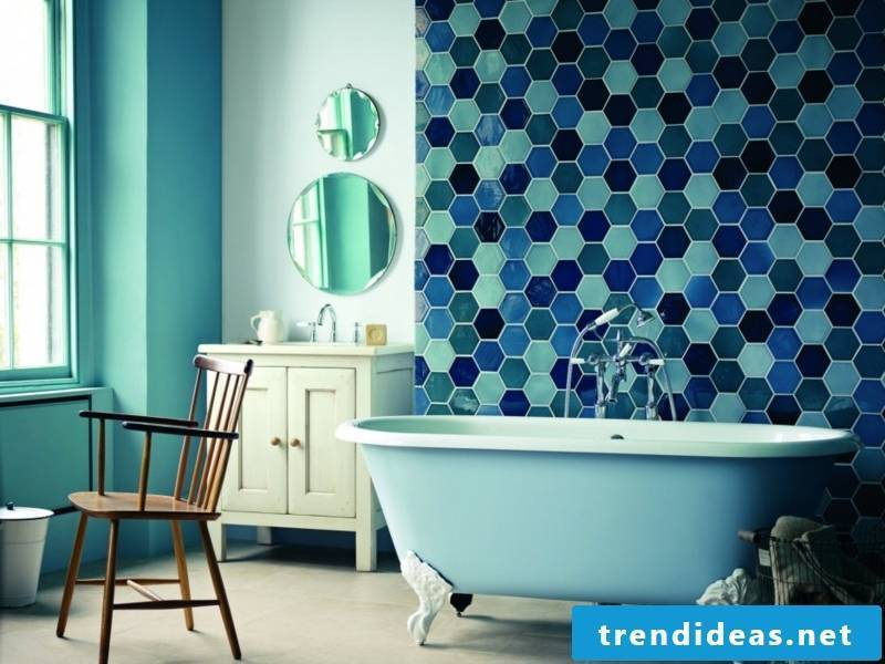 Glass mosaic in the bathroom interior
