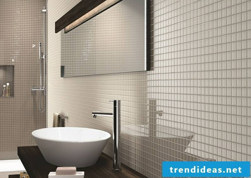 glass mosaic glossy white in the bathroom