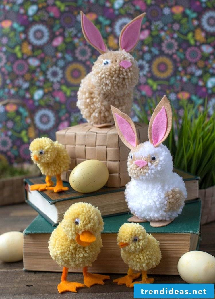 Making DIY fluffy pet with kids for Easter