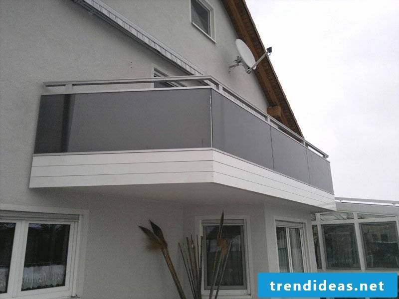 Balcony cladding in colored glass