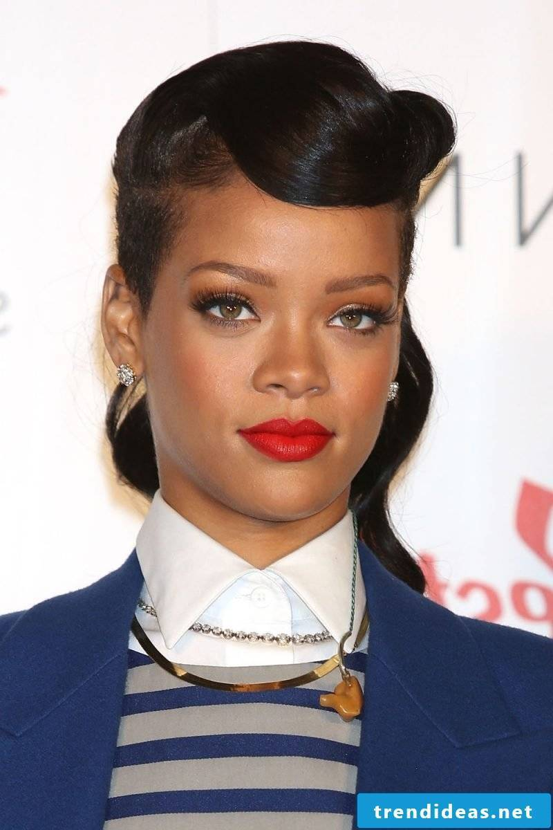 pin-up hairstyles-rihanna