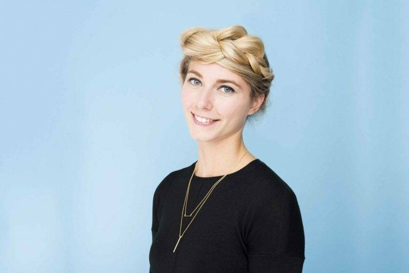 short hair woman hairstyle blonde
