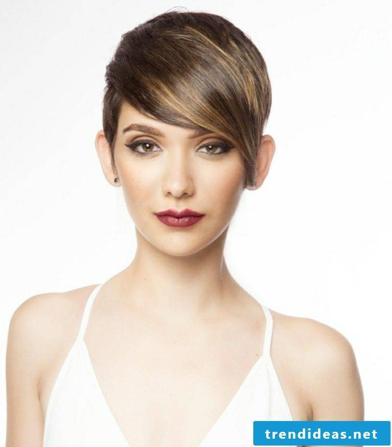 Hair dyes extravagant short hairstyle Nuance Caramel according to the lunar calendar