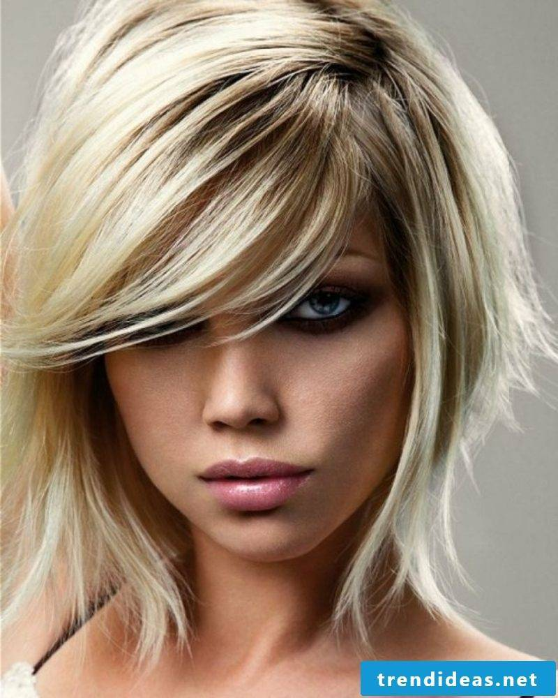 Extravagant short hairstyle coloring hair according to the lunar calendar