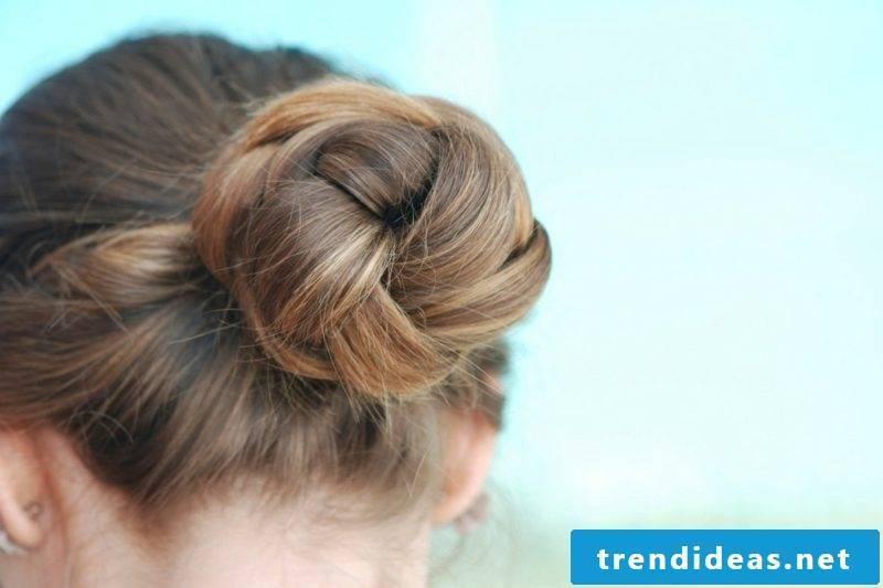 medium-length hair hairstyles knotendutt
