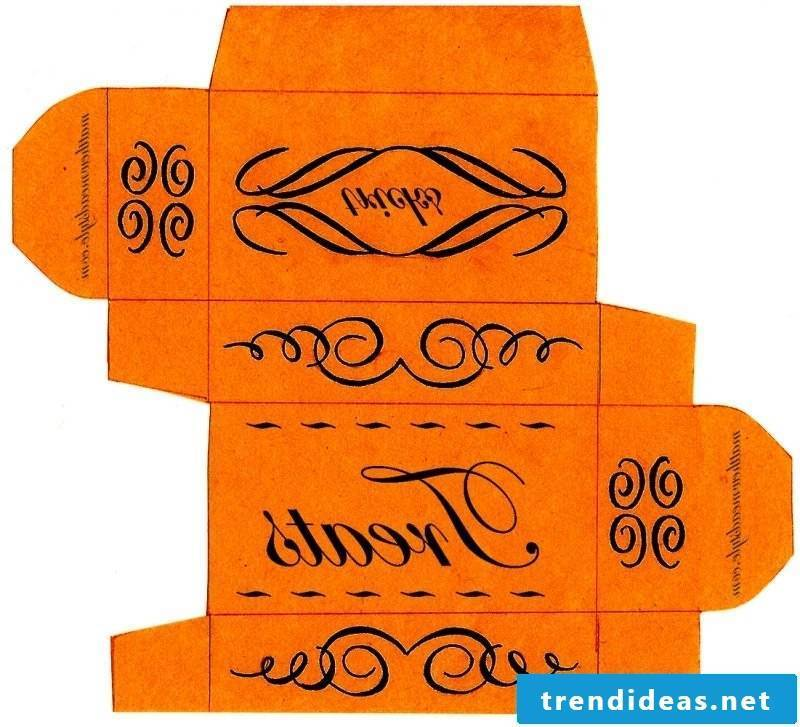 Crafting templates for Halloween Box: Instructions for folding