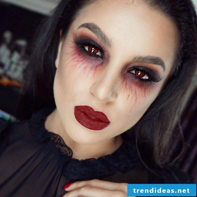 Halloween costume vampire woman