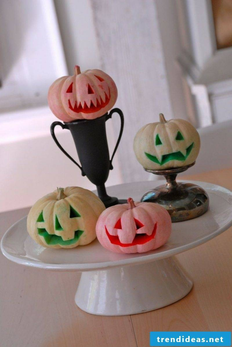 DIY Halloween pumpkin carving