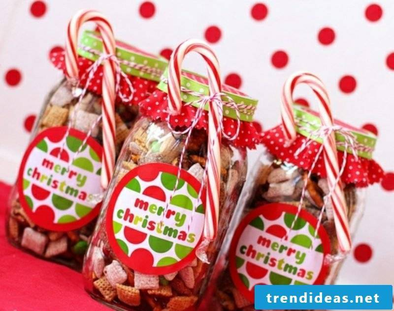 Homemade gifts to pack sweets in glass
