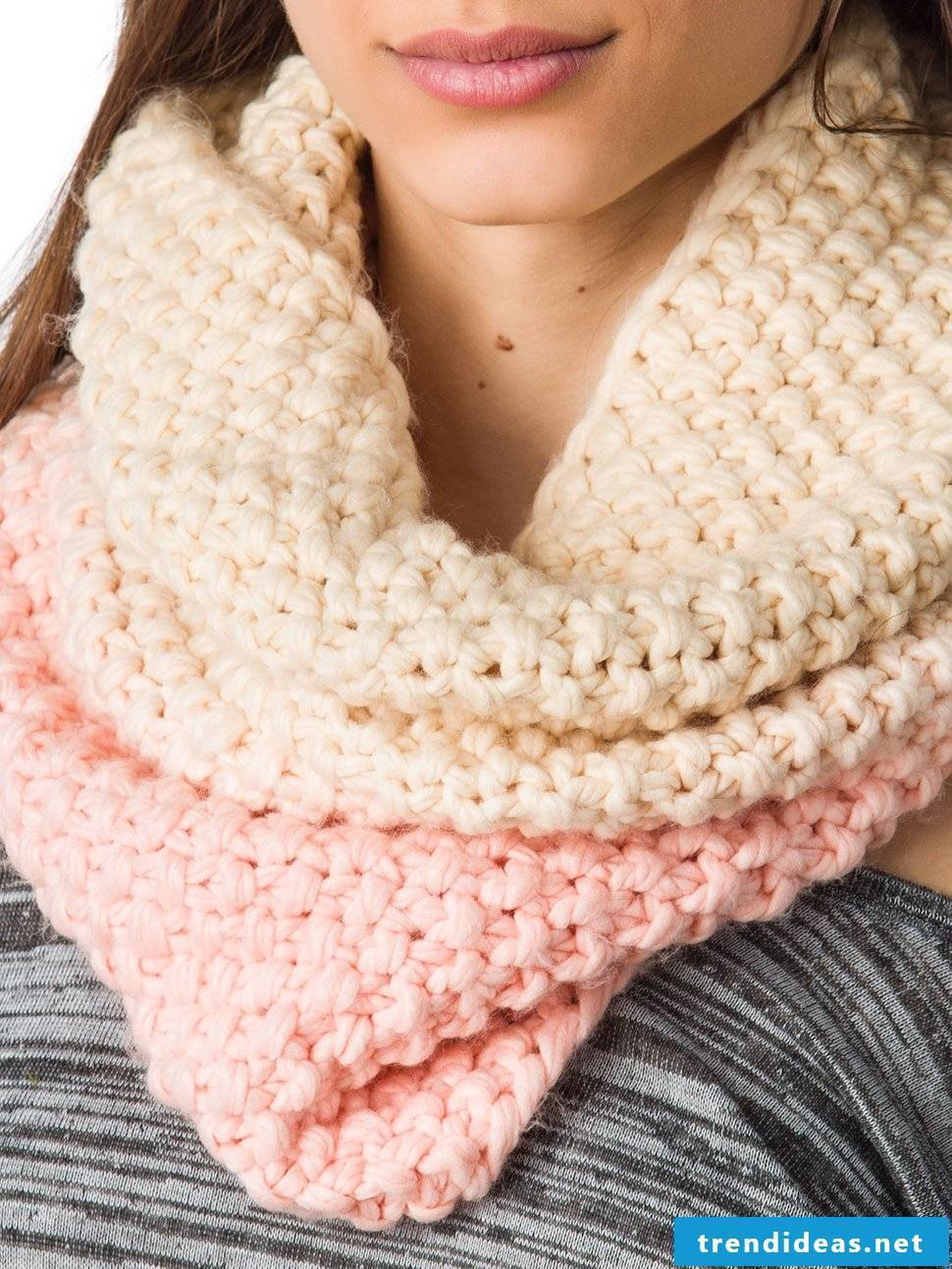 Many ideas for a two-tone oversized scarf