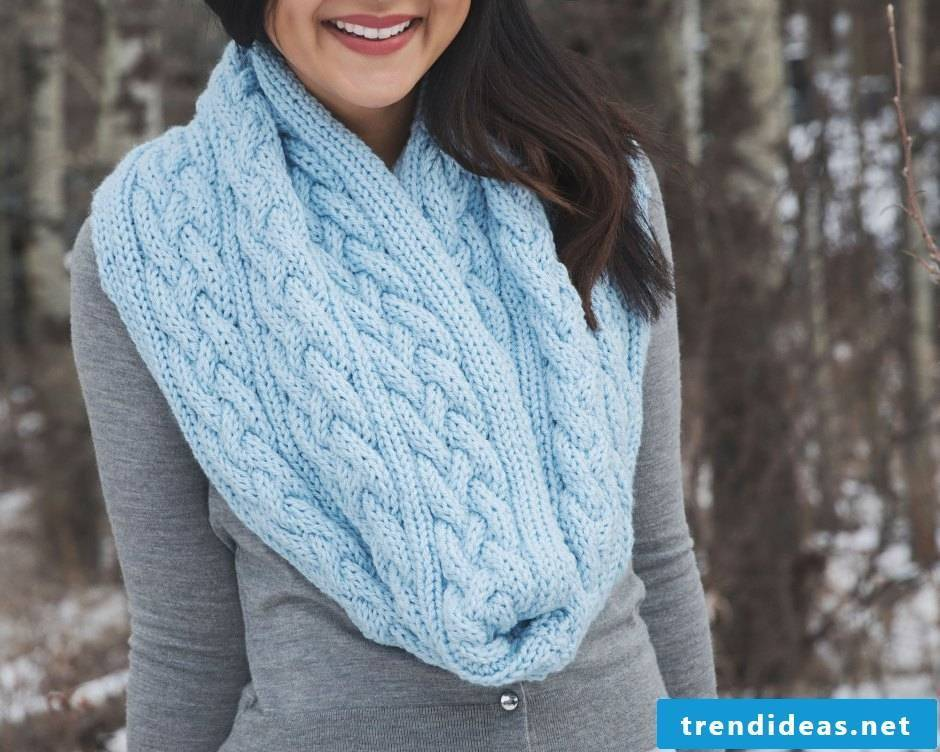 Ready for winter? Knit an XXL scarf at home!