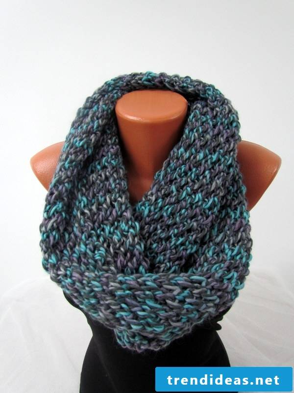 A scarf fits not only to everyday life, but to a day in the office too.