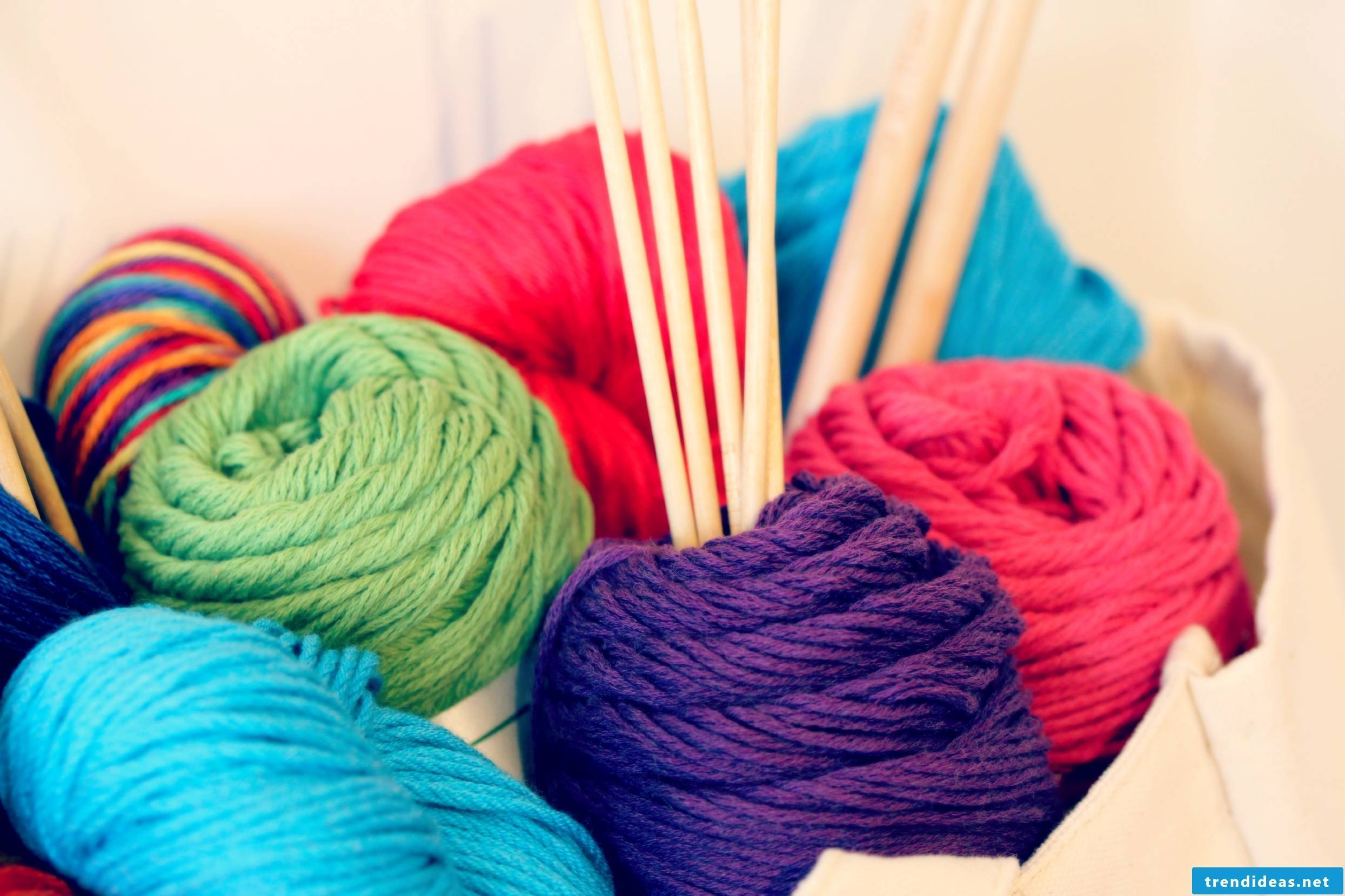 What do you need to knit a scarf yourself?