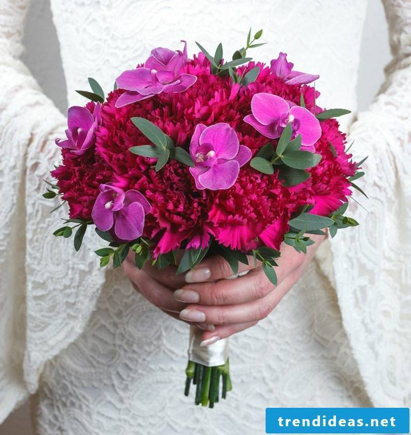 Bridal bouquet in red and pink