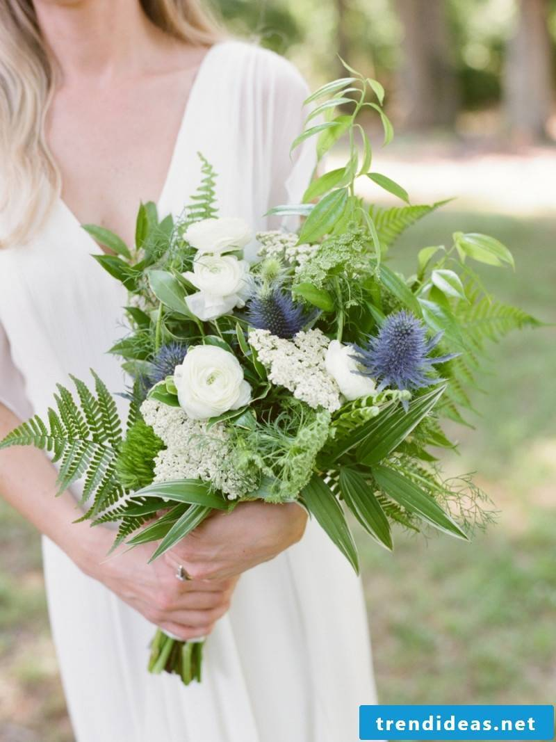 simple bridal bouquet