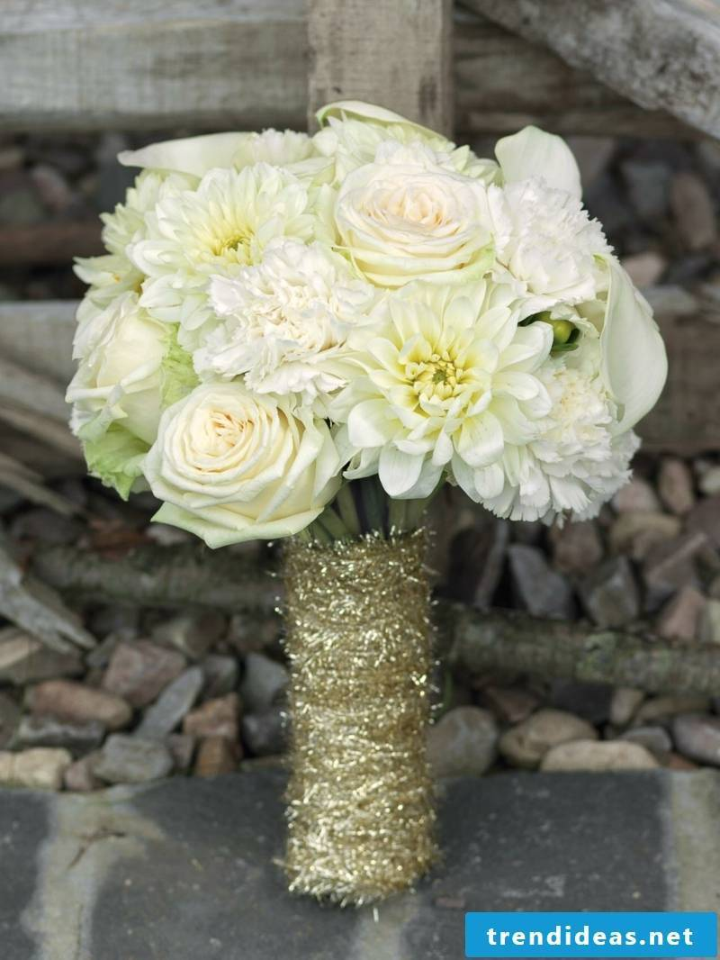 classic wedding bouquet in white