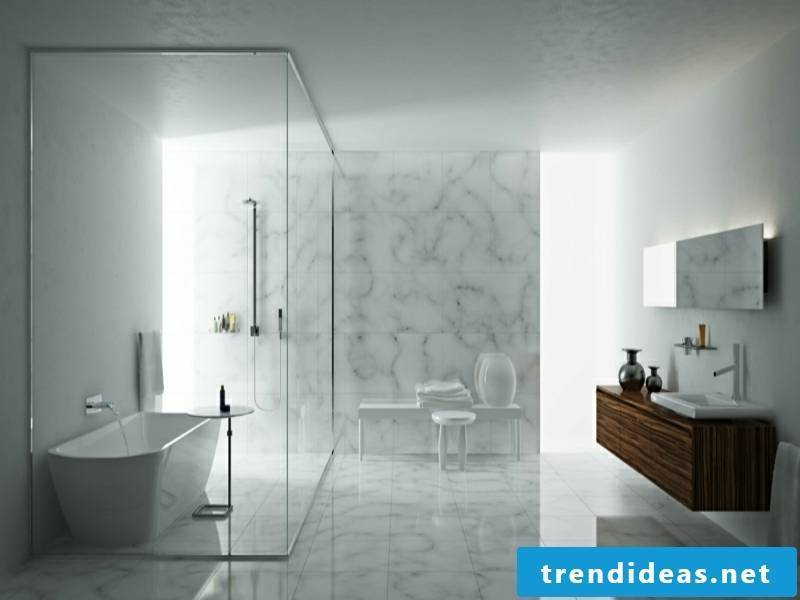 Example of almost white marble tiles in the bathroom