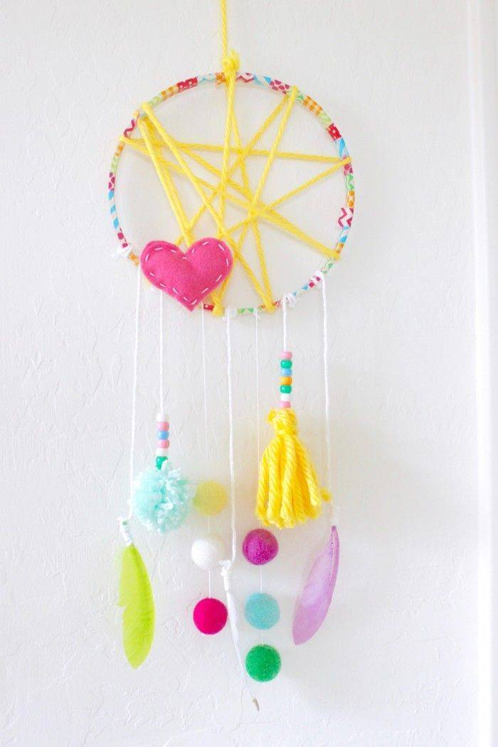 Creative ideas for dreamcatcher crafting with children
