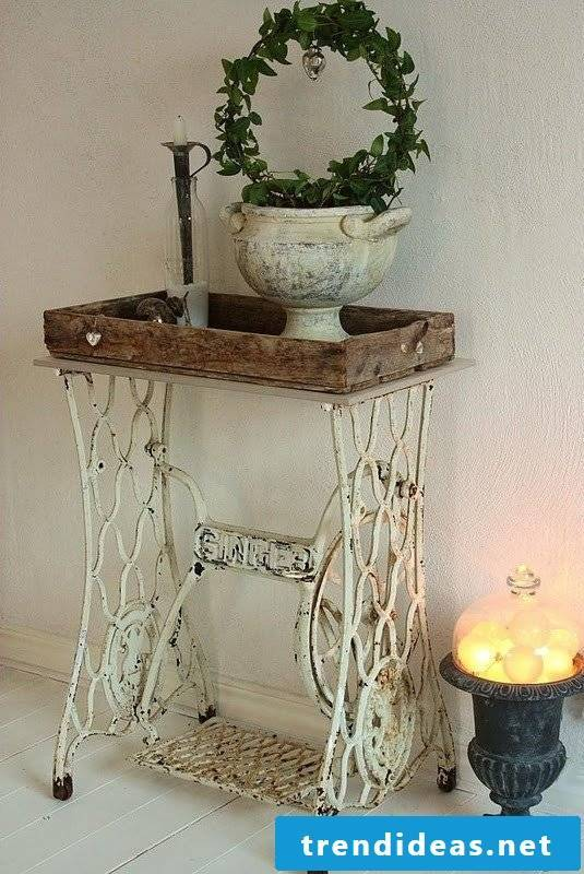 Would you like to enjoy the sight of your home? Put on a shabby look for the decor