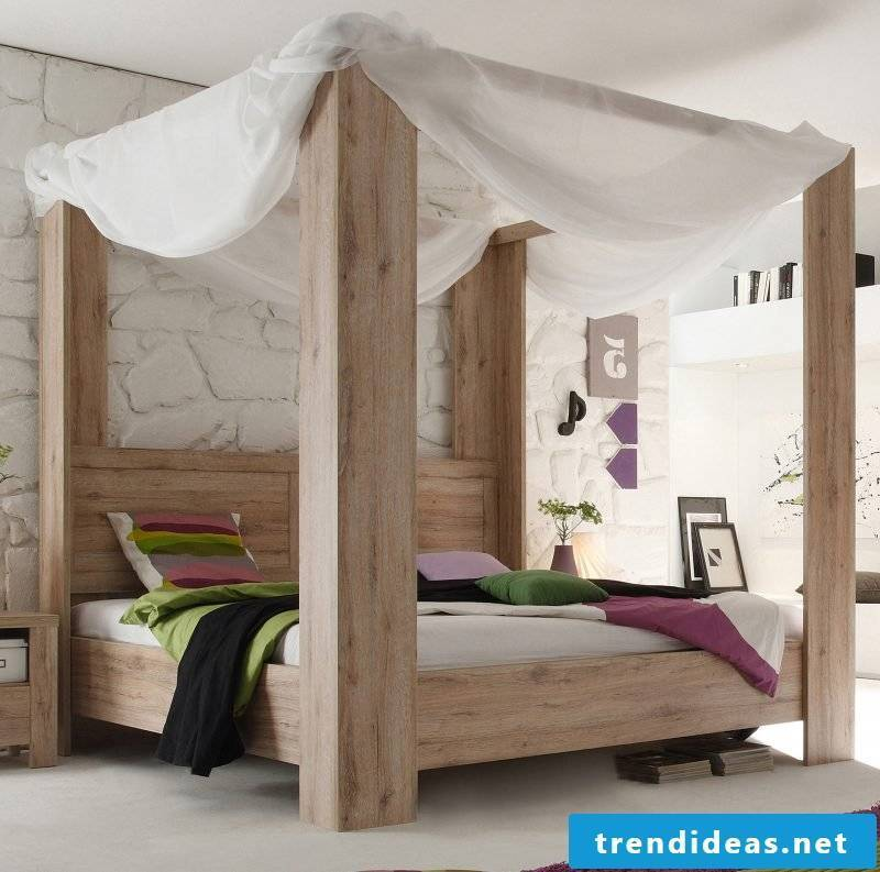 Four-poster curtain combined with solid wood