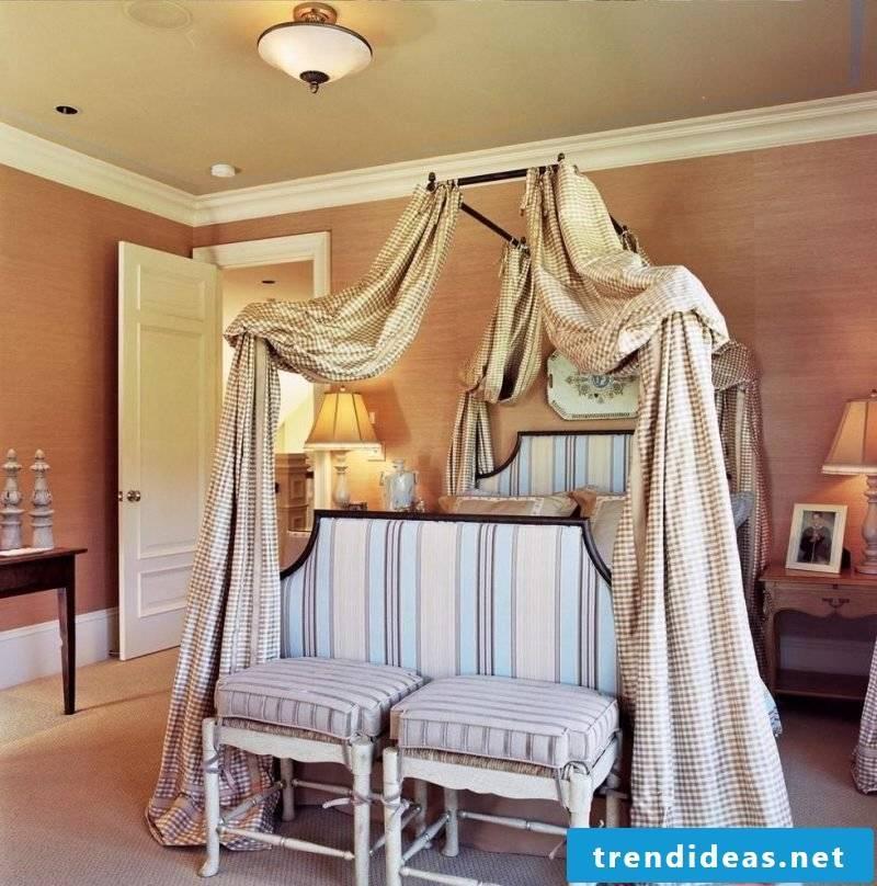 Four-poster curtain DIY idea