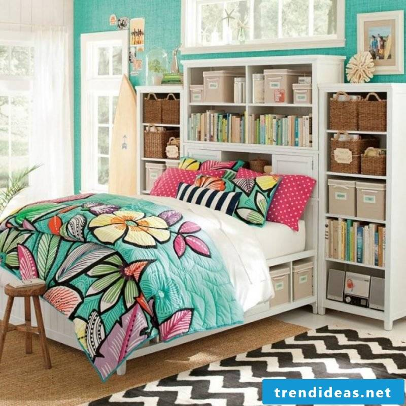 Cool bedding with floral motifs