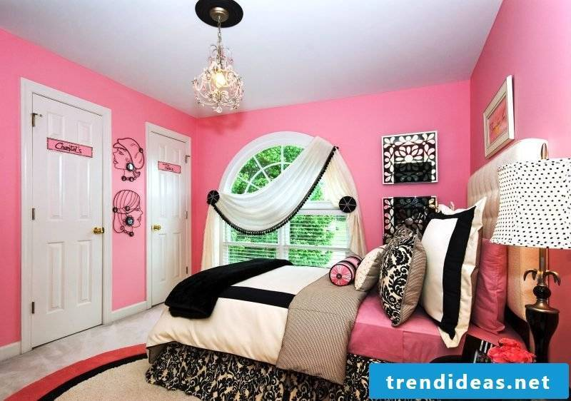 White and black cool bedding matches a pink room