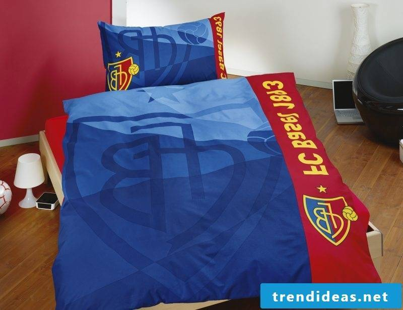Cool bedding with football team