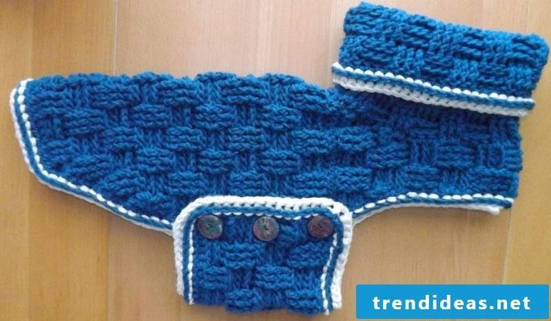 Knit dog sweater with extra belly element