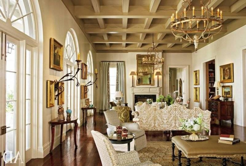 Living room design colonial style interior