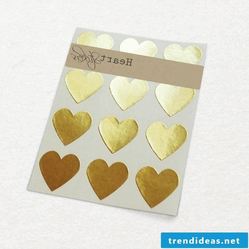 Wedding invitations themselves make gold