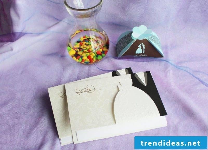 making wedding invitations sweet