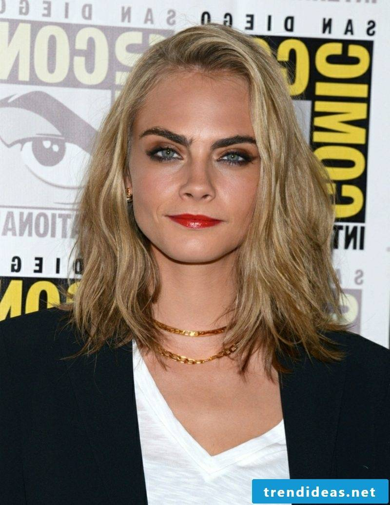 Long Bob Blonde Cara Delevigne