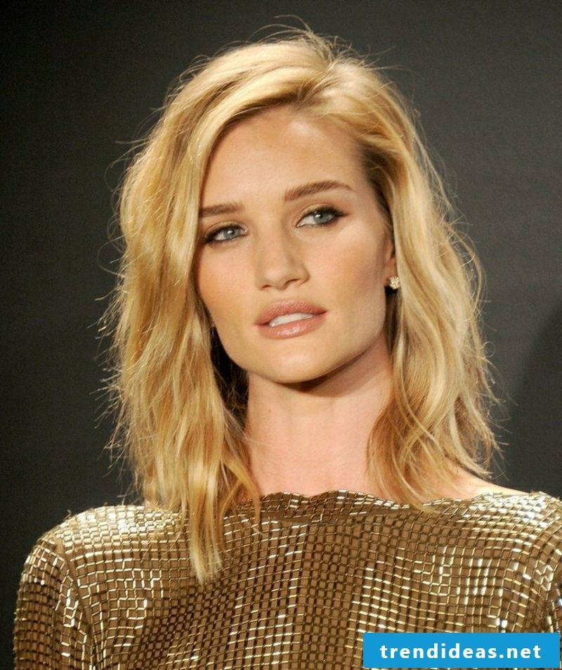 Bob hairstyle shoulder length blonde hair Rosie Huntington