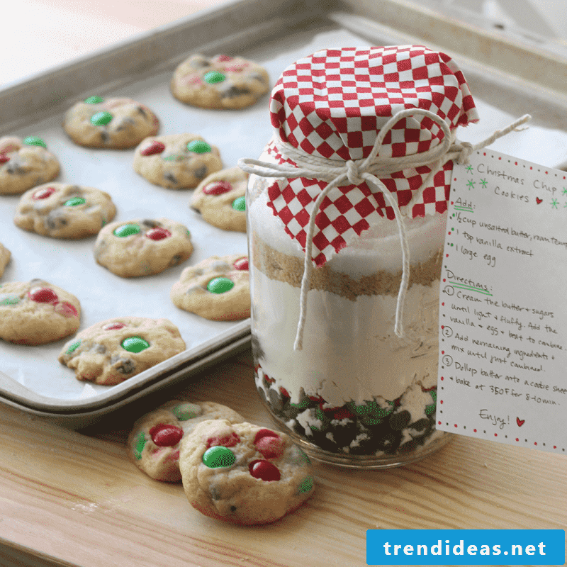 Homemade Christmas gifts - make baking mix in the glass itself