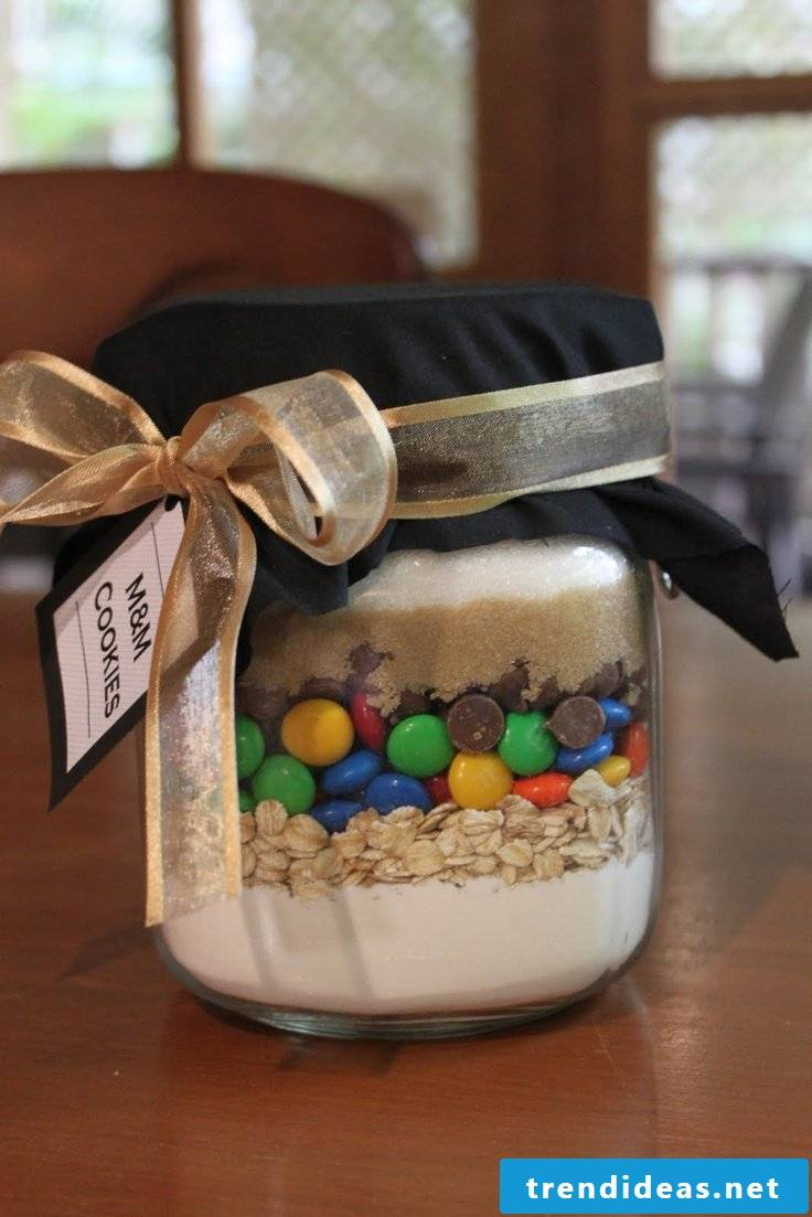 Make baking mix in the glass yourself - make your own packaging and gifts